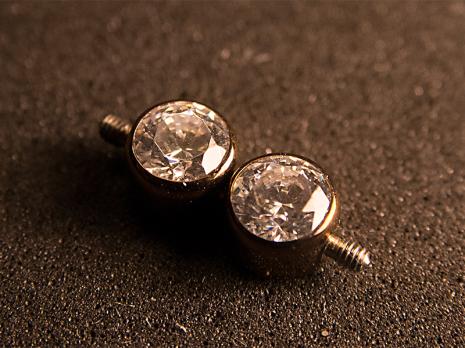 Dubbelgängad topp med två/tre Swarovski-kristaller