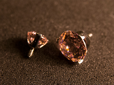 Gängad topp med kloinfattad Swarovski-kristall